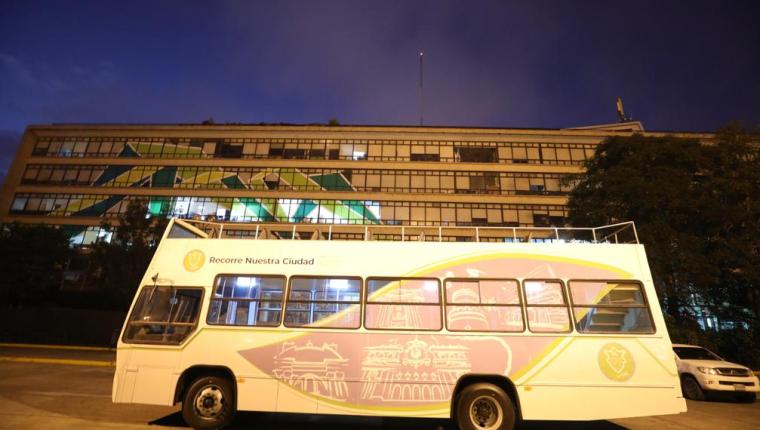 Con el servicio gratuito de buses para recorrer el Centro Histórico se pretende explotar el turismo en ese sector. (Foto Prensa Libre: cortesía)