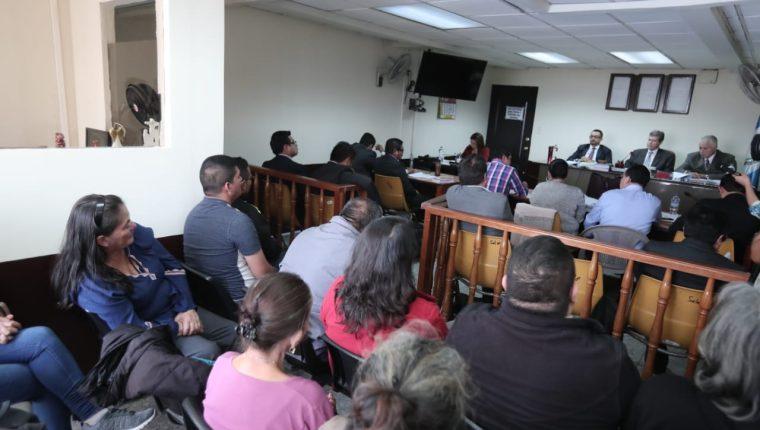 En el Tribunal Segundo Penal, a cargo de Carlos Rivera, se discutieron los alegatos por un fraude a un banco hace cuatro años. (Foto Prensa Libre: Juan Diego González)
