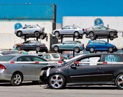 La SAT subastará un lote de vehículos que quedaron en abandono en la aduana Puerto Barrios, Izabal el próximo 11 de marzo. (Foto Prensa Libre: Hemeroteca)
