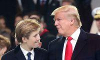 Donald Trump aseguró que dejar jugar a su hijo en el futbol americano sería una decisión difícil de tomar. (Foto Prensa Libre: AFP)