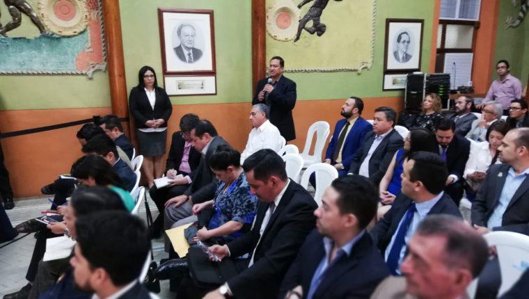 Reunión de fiscales de  partidos en el Tribunal Supremo Electoral. (Foto Prensa Libre. Hemeroteca)