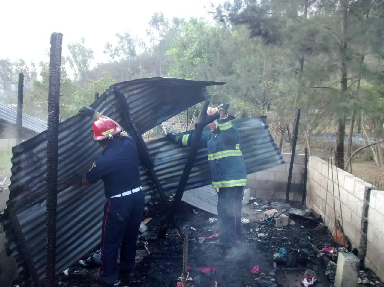 Inmueble se destruyó en incendio. (Foto Prensa Libre: Cortesía)