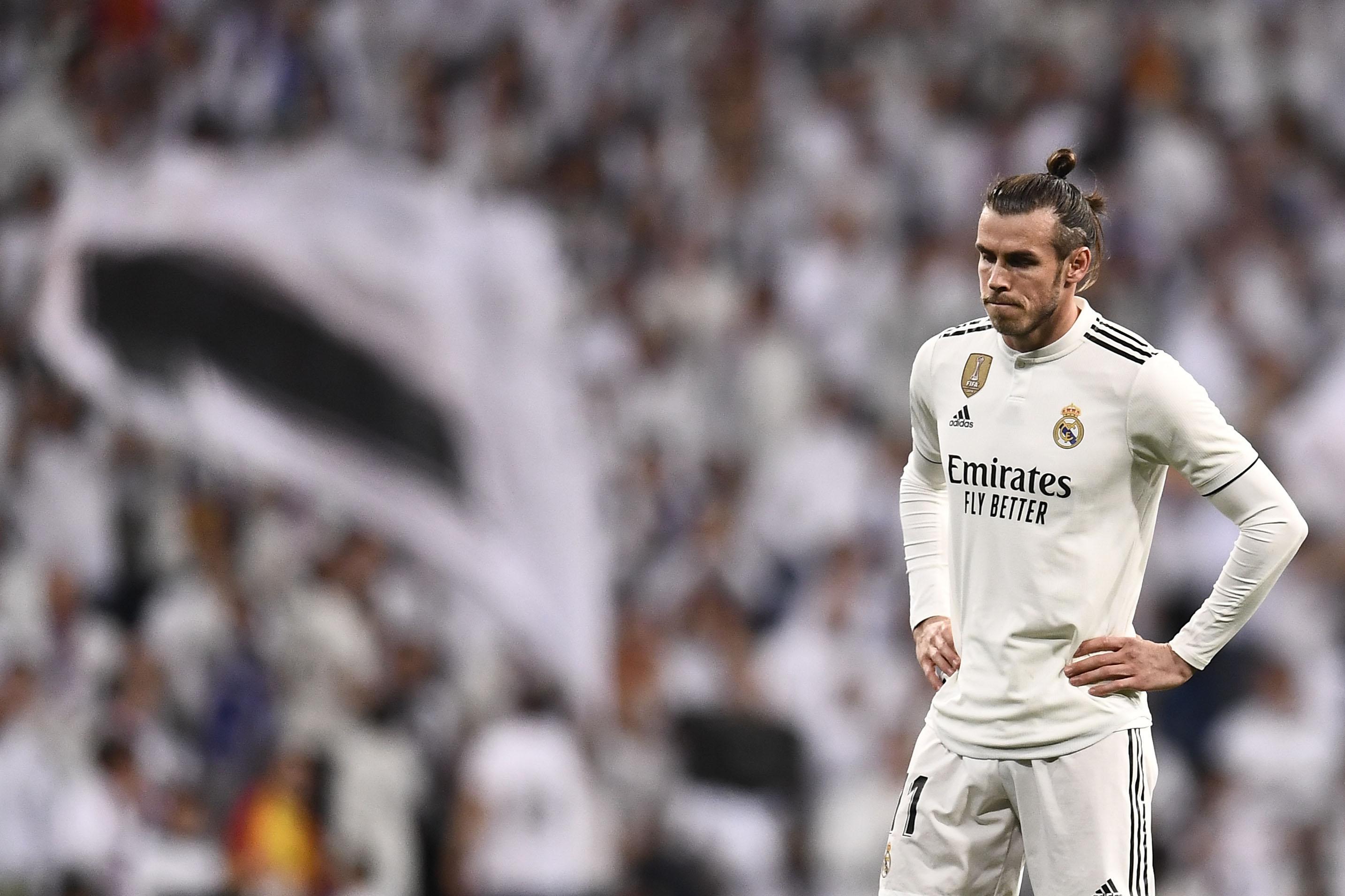 Gareth Bale luce desconsolado al finalizar el partido entre  el Real Madrid y el Barcelona del sábado por la Liga española. (Foto Prensa Libre: AFP)