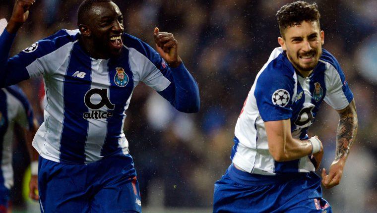 Alex Telles del Porto celebra después de anotar el tanto de la clasificación. (Foto Prensa Libre: AFP)