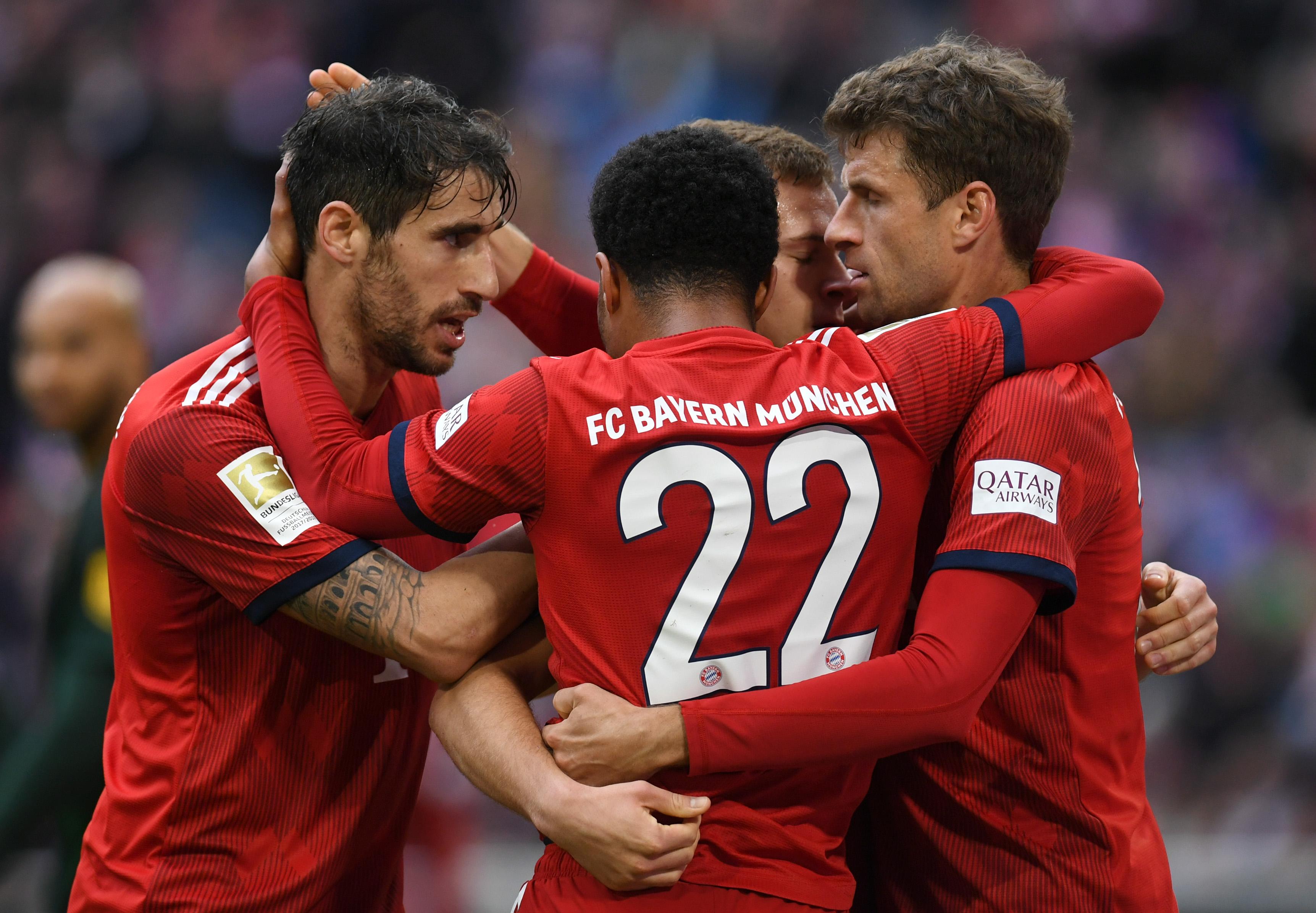 Los jugadores del Bayern Múnich celebran la goleada contra el Wolfsburgo. (Foto Prensa Libre: AFP)