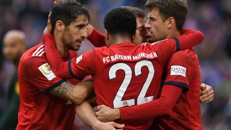 (L-R) Bayern Munich's Spanish midfielder Javi Martinez, Bayern Munich's midfielder Serge Gnabry, Bayern Munich's midfielder Joshua Kimmich and Bayern Munich's striker Thomas Mueller celebrate after the first goal for Munich during the German first division Bundesliga football match Bayern Munich vs VfL Wolfsburg in Munich, southern Germany, on March 9, 2019. (Photo by Christof STACHE / AFP) / DFL REGULATIONS PROHIBIT ANY USE OF PHOTOGRAPHS AS IMAGE SEQUENCES AND/OR QUASI-VIDEO
