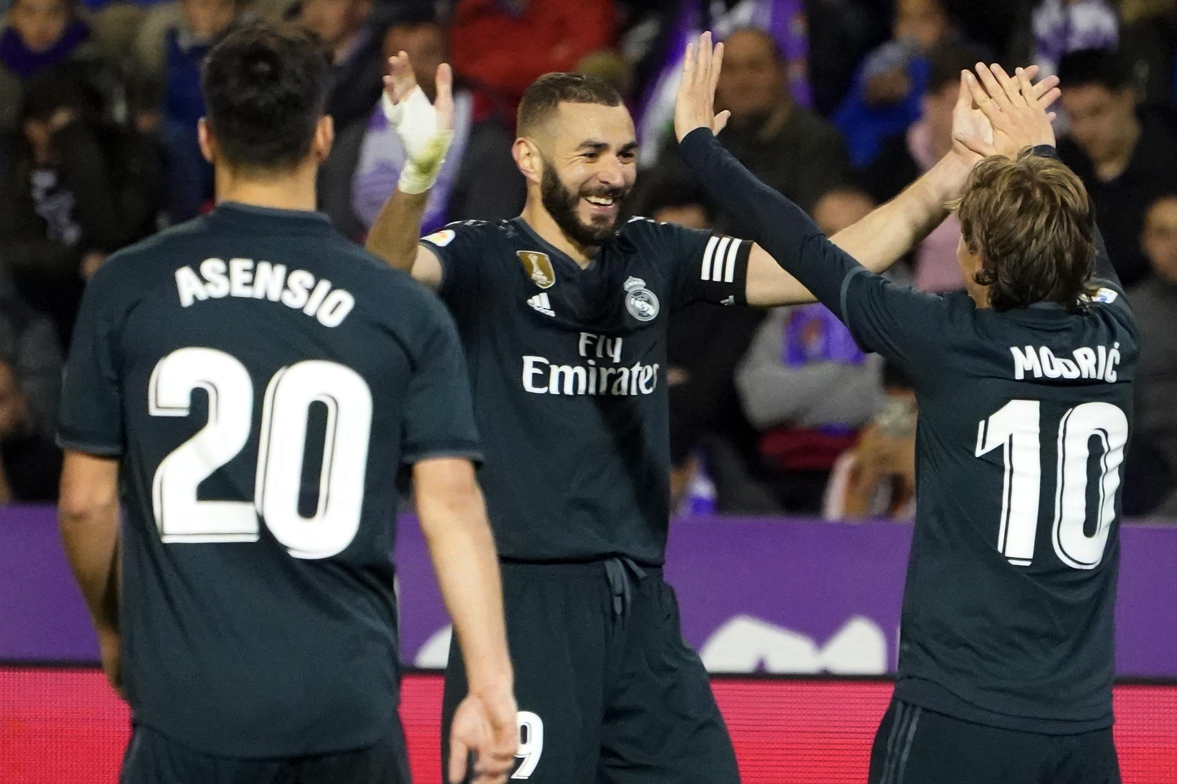 Con un doblete de Benzema el Real Madrid remontó frente al Valladolid. (Foto Prensa Libre: AFP)