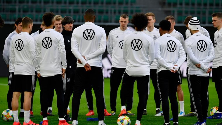 Germany's head coach Joachim Loew oversees a training session on the eve of the friendly football match Germany v Serbia in Wolfsburg on March 19, 2019. (Photo by Tobias SCHWARZ / AFP)