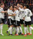 Los jugadores de Alemania celebran la victoria que obtuvieron contra Holanda. (Foto Prensa Libre: AFP)