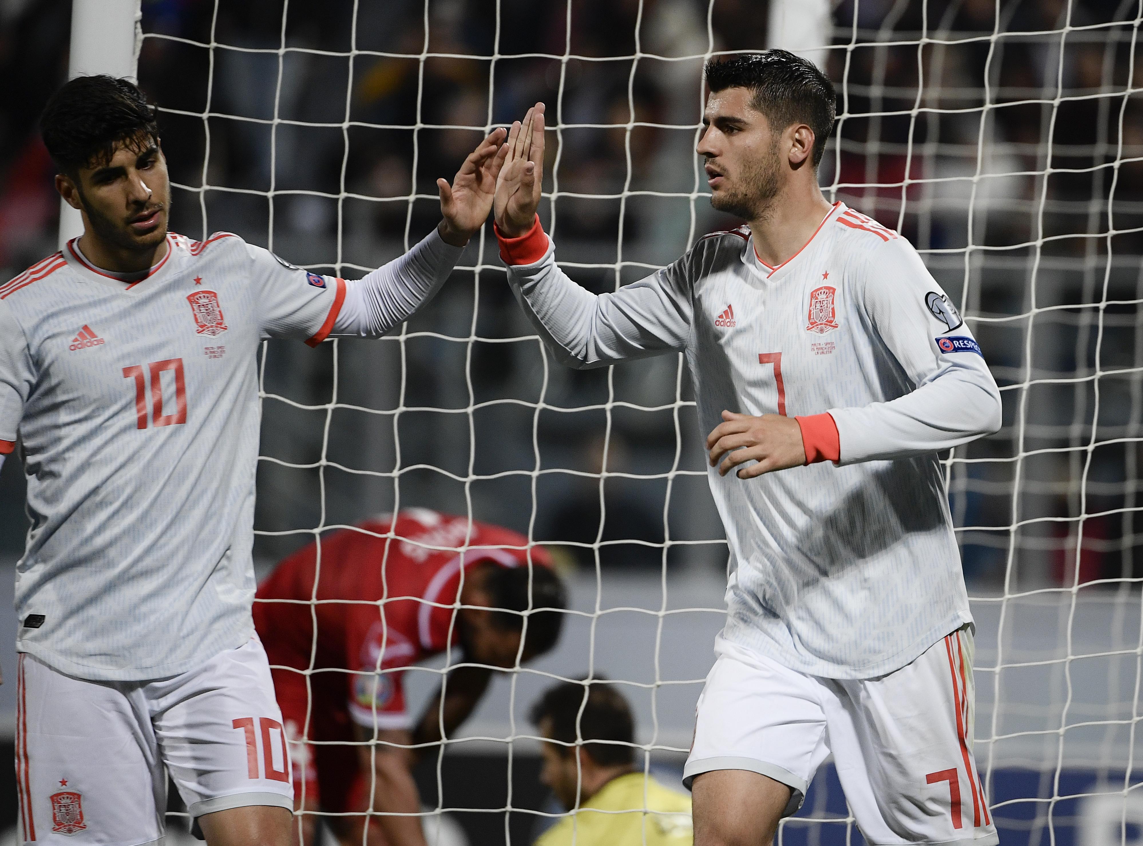 Álvaro Morata celebra después de anotar uno de sus goles en el partido Malta vs España. (Foto Prensa Libre: AFP)