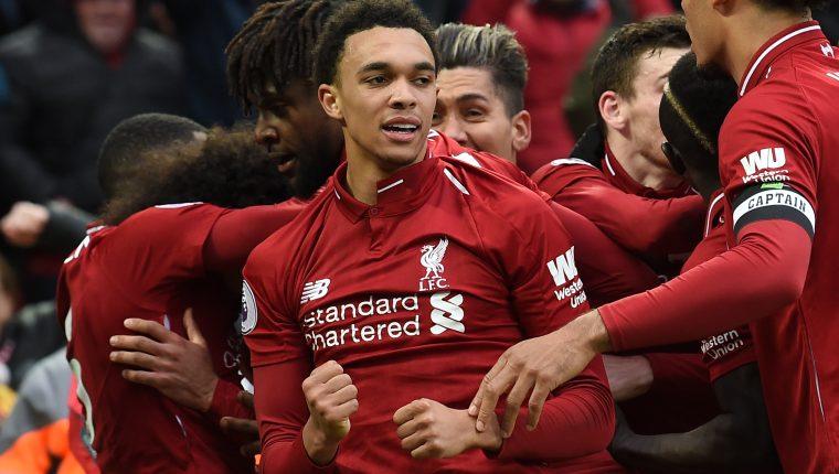 El Liverpool no baja la guardia y sigue en la lucha por el título de la liga inglesa. (Foto Prensa Libre: AFP)