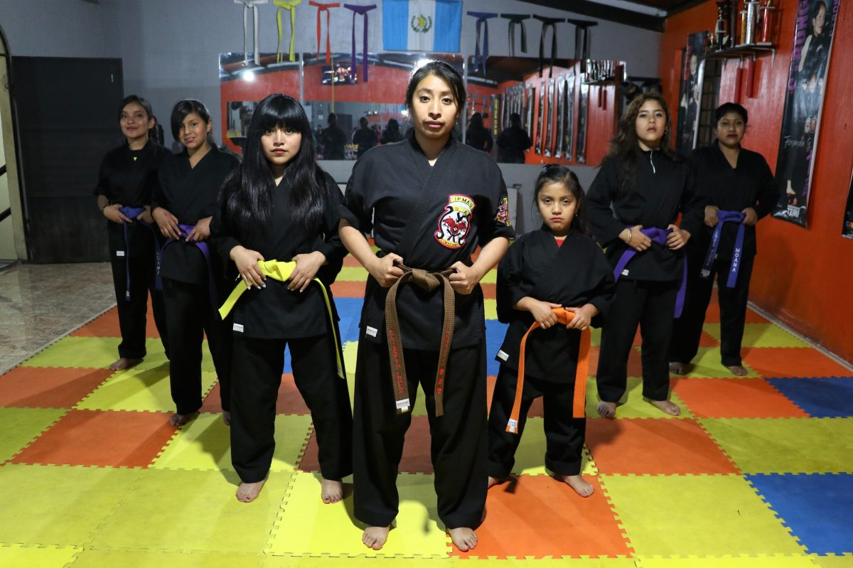 Mujeres se unen para impartir talleres de defensa personal ante la creciente violencia en Xela