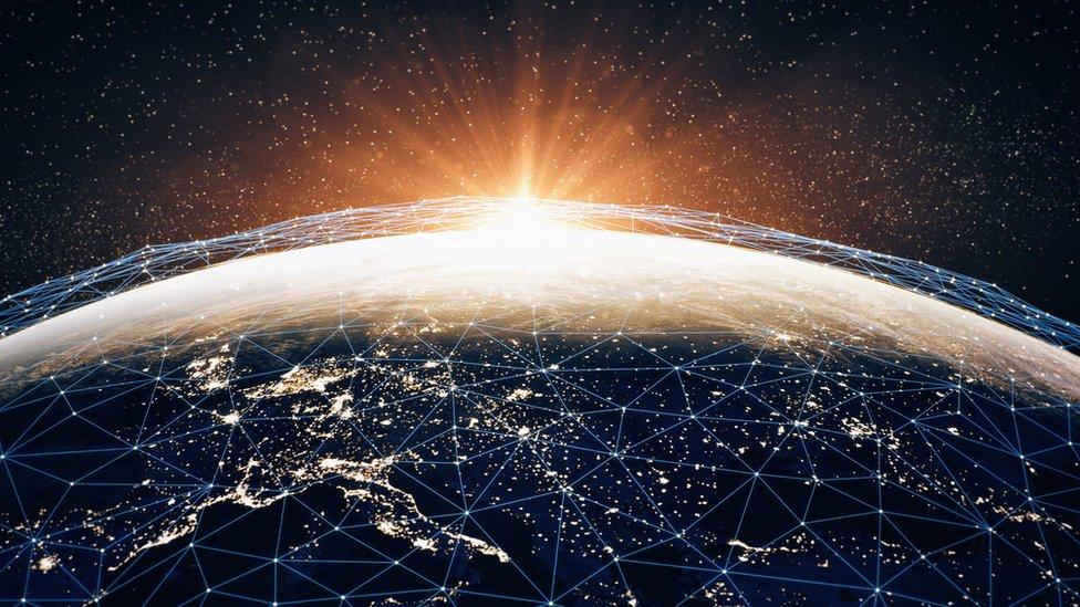 Miles de millones de personas en todo el mundo usan a diario internet para conectarse a la web.