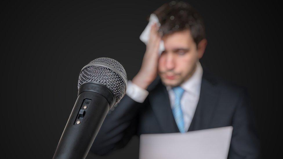 El miedo a hablar en público puede convertirse en una fobia. Entérate haciendo el quiz de cuál se trata.