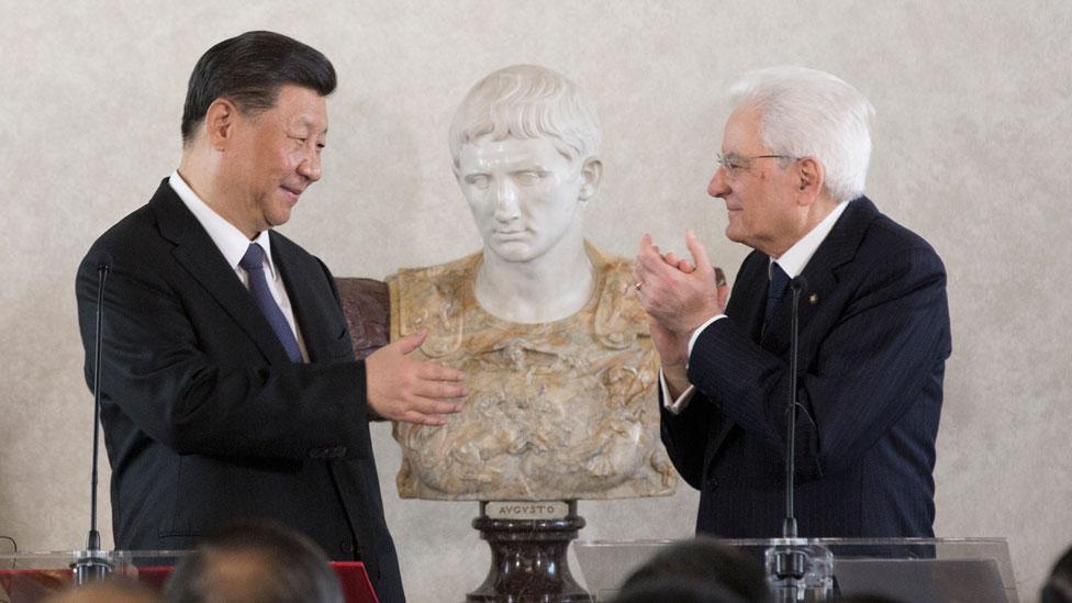 El presidente de China, Xi Jinping, y el presidente de Italia, Sergio Mattarella, asistieron a un foro de negocios con empresarios italianos y chinos en el Palacio del Quirinal, en Roma, el viernes 22 de marzo.