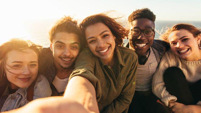 """La neurociencia no habla de """"adultez"""", sino de una transición que ocurre a lo largo de tres décadas, según el neurocientífico Peter Jones (GETTY IMAGES)"""