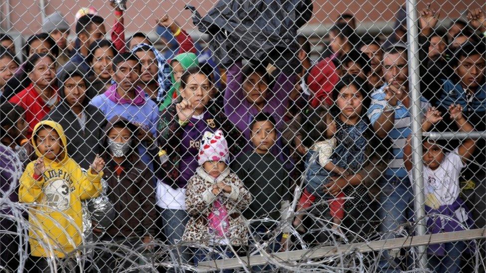 Migrantes centroamericanos, en un pequeño enclave en El Paso, Texas, a la espera de que las autoridades de EE.UU., revisen sus solicitudes de asilo. (Foto Prensa Libre: Hemeroteca PL)