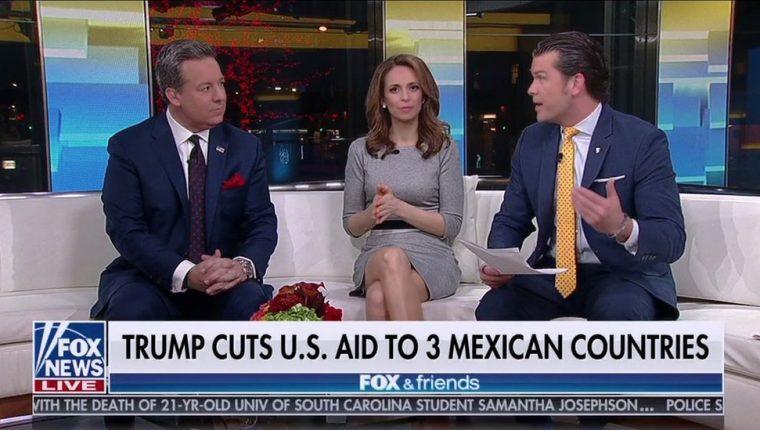 """""""Trump corta la ayuda estadounidense a tres países mexicanos"""", decía el cintillo."""