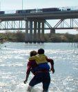 Según las autoridades estadounidenses, la migración en la frontera sur de su país ha alcanzado un punto de quiebre.