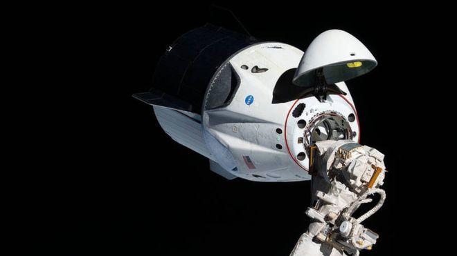 La nave Crew Dragon logró acoplarse con éxito a la Estación Espacial Internacional. En su regreso a la Tierra este viernes debió soportar temperaturas de mil 600 grados centígrados. NASA
