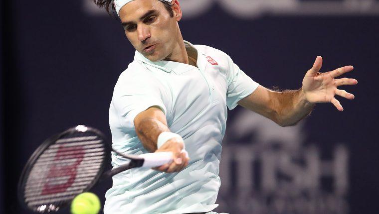 Roger Federer, en acción, en Miami. (Foto Prensa Libre: AFP)