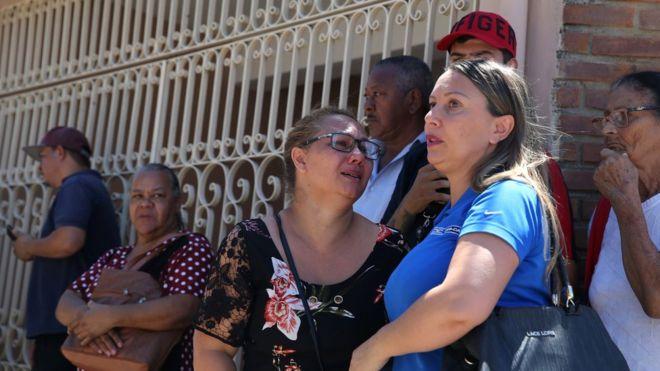Familiares se reunieron en las inmediaciones de la escuela donde tuvo lugar el tiroteo. REUTERS