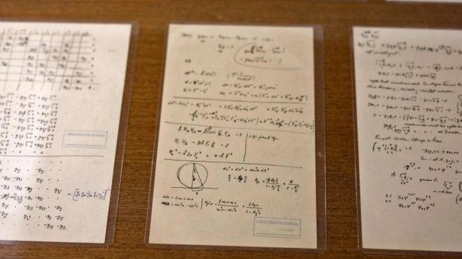 Nuevos documentos nunca antes publicados de Albert Einstein se pueden ver en la Universidad Hebrea de Jerusalén. AFP