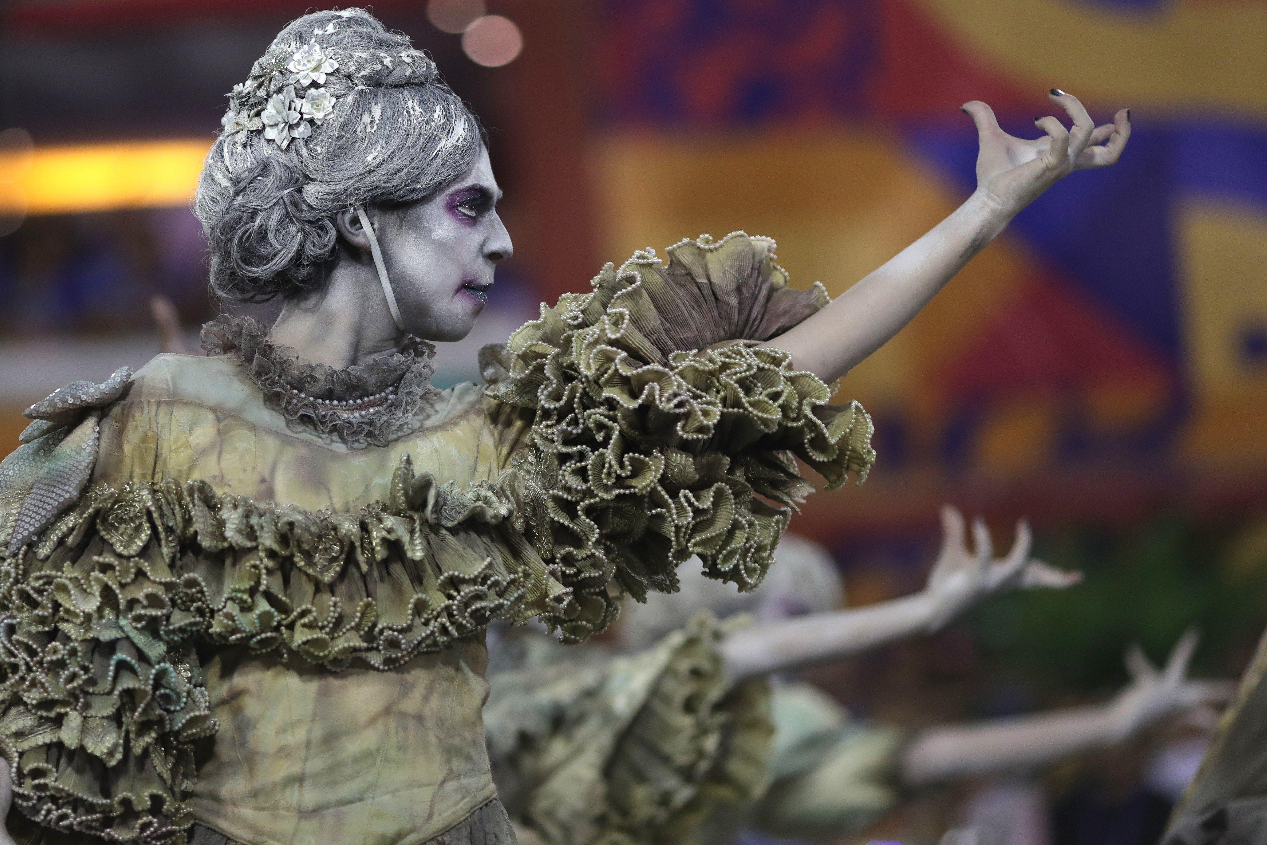 Los disfraces que se utilizan en el carnaval pueden costar hasta mil dólares, según los participantes.