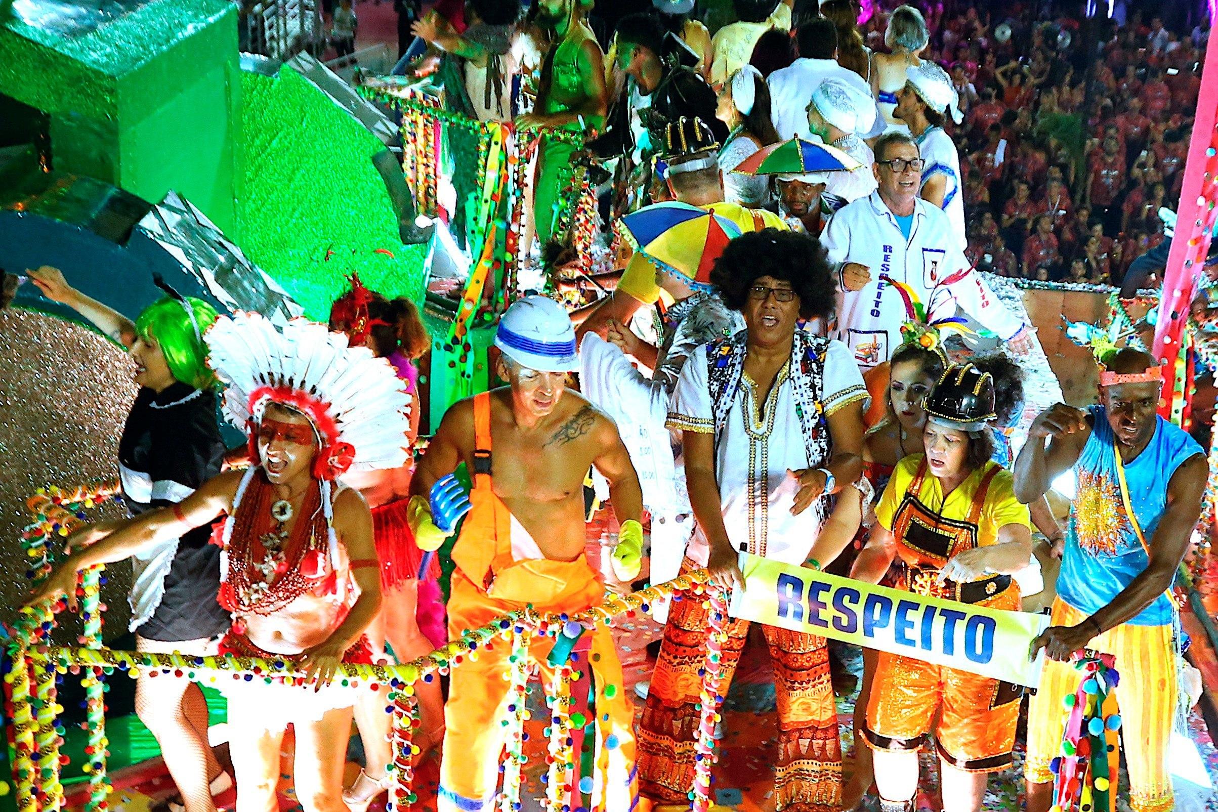 Para los Brasileños el carnaval es una fuente de ingreso porque el turismo se eleva en esas fechas.