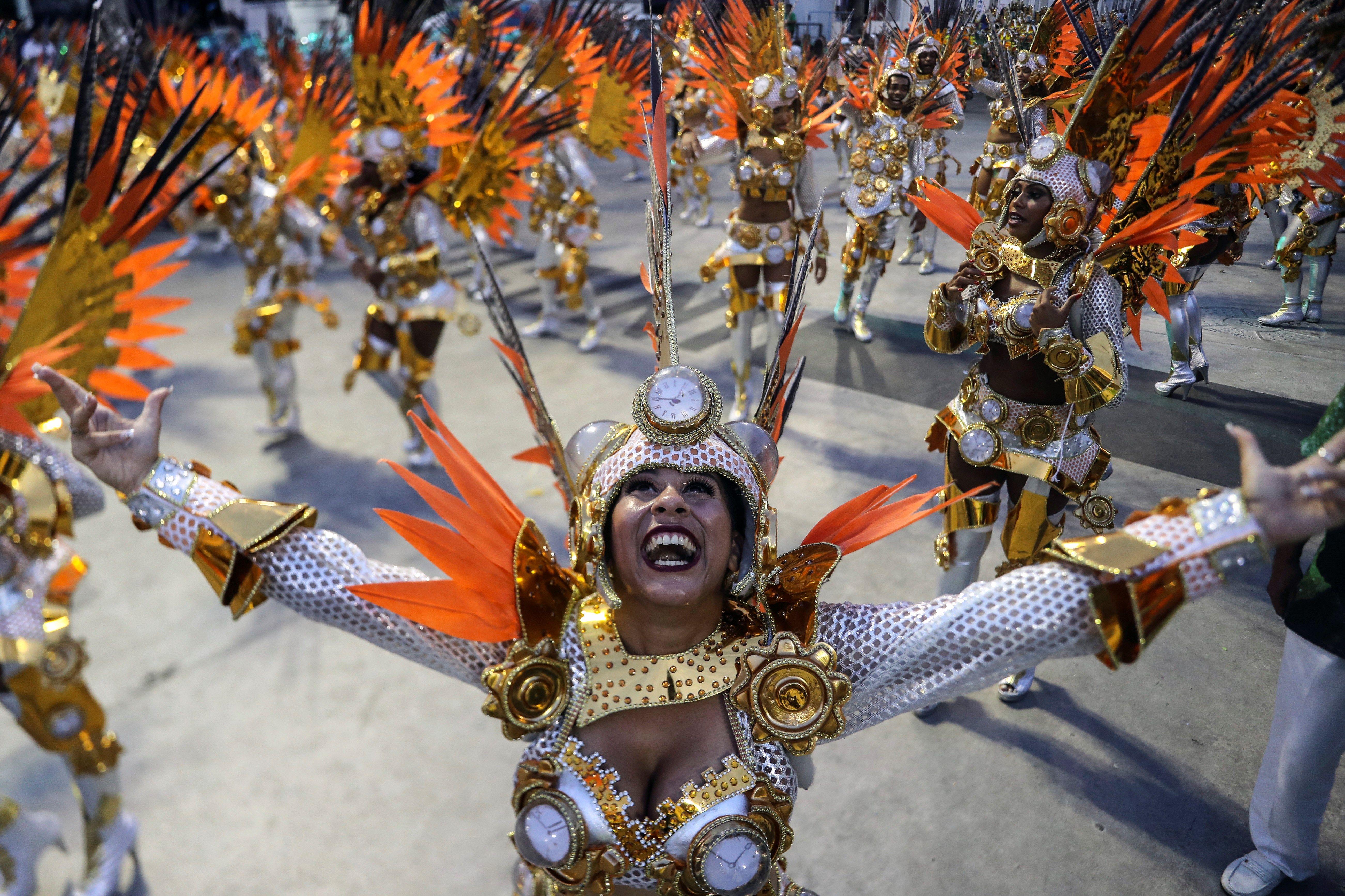 Los desfiles de las escuelas de samba del denominado Grupo Especial, son el resultado del trabajo que un ejército de personas realiza durante todo el año para lograr el mejor resultado y competir por el anhelado primer puesto.