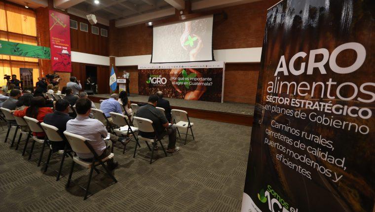 """Representantes de 30 organizaciones y gremiales presentaron la campaña """"Somos el Agro Guatemala"""" de cara a las elecciones generales de junio próximo. El evento se realizó en la sede de Anacafé. (Foto Prensa Libre: Esbín García)"""