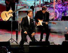 Luis Miguel, en un concierto en Colombia. El martes se presentará en Guatemala (Foto Prensa Libre: EFE).
