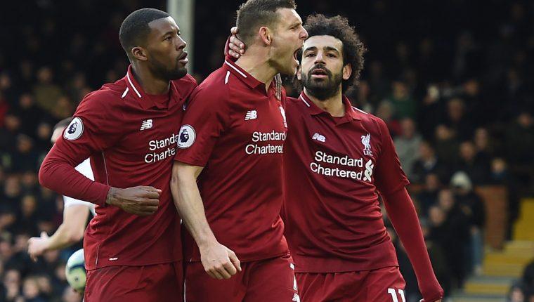 Así festejaron los jugadores del Liverpool contra el Fulham. (Foto Prensa Libre: EFE)