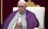 EPA2573. VATICANO (VATICANO), 29/03/2019.- El papa Francisco oficia una misa penitente en la Basílica de San Pedro en El Vaticano, este viernes. EFE/ Maurizio Brambatti