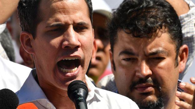 Juan Guaidó acompañado de Roberto Marrero (Foto de archivo). AFP