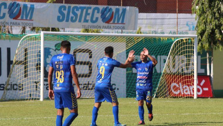 Edi Danilo Guerra celebra el gol del empate en Guastatoya. (Foto Prensa Libre: Eduardo Sam)