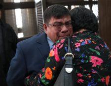 Juan Chiroy, luego de la audiencia de cambio de medida de coerción. (Foto Prensa Libre: Esbin García)
