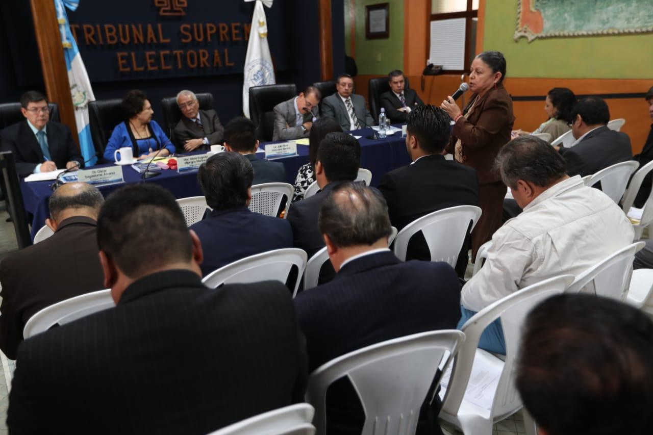 Fiscales insistieron ante los magistrados que los partidos no deben pautar en Facebook ni Twitter. (Foto Prensa Libre: Óscar Rivas)