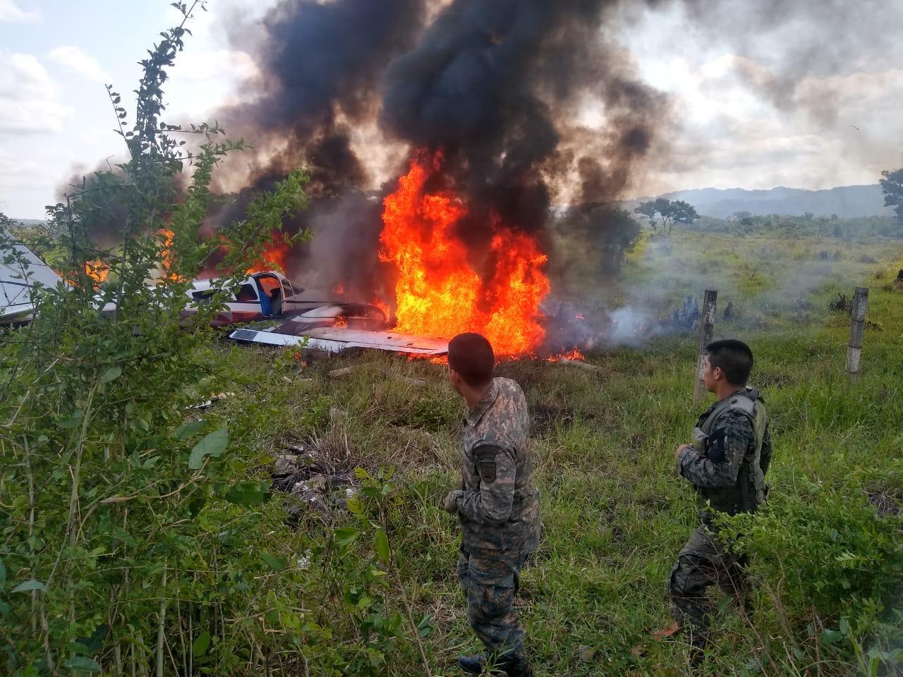 Una avioneta se desplomó en Rubelsanto cuando despegaba. (Foto Prensa Libre: DGAC)