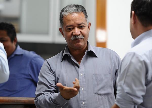 Hugo Castillo fue uno de los árbitros más destacados de los últimos años. Actualmente trabaja como catedrático y comentarista. (Foto Prensa Libre: Hemeroteca PL)