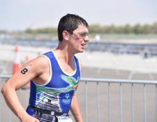Daniel Guerra durante la prueba de triatlón en Abu Dhabi. (Foto Prensa Libre: Olimpiadas Especiales Guatemala)