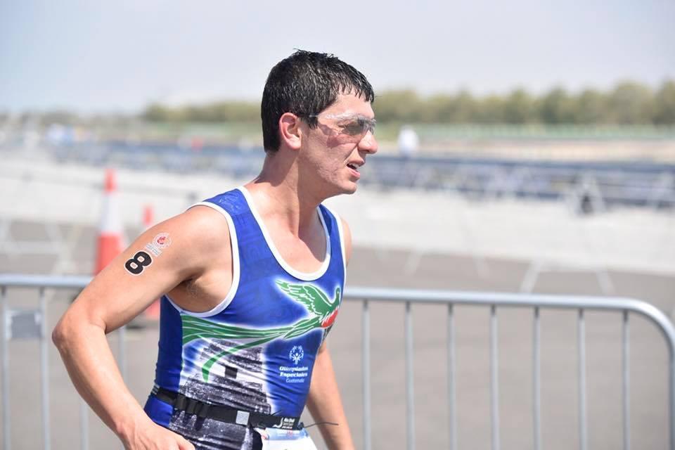 El atleta guatemalteco Daniel Guerra entre los mejores 10 en la prueba de triatlón en los Juegos Mundiales