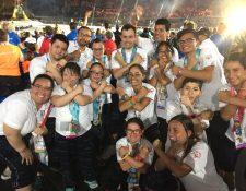 La delegación guatemalteca festeja en el cierre de los Juegos Mundiales de Olimpiadas Especiales. (Foto cortesía)