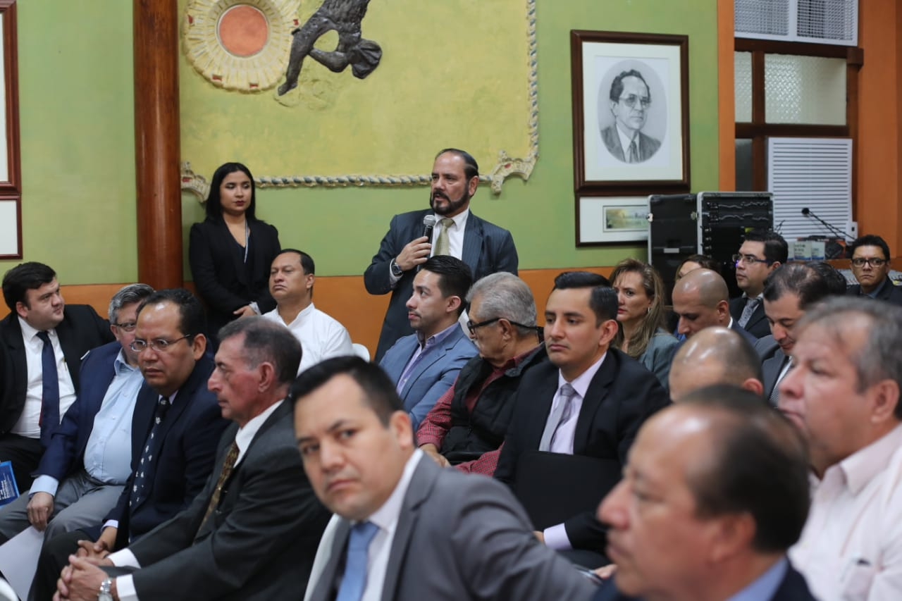 Partidos impugnarán las sanciones que emitió el Registro de Ciudadanos, a cargo de Leopoldo Guerra -c-. (Foto Prensa Libre: Hemeroteca PL)