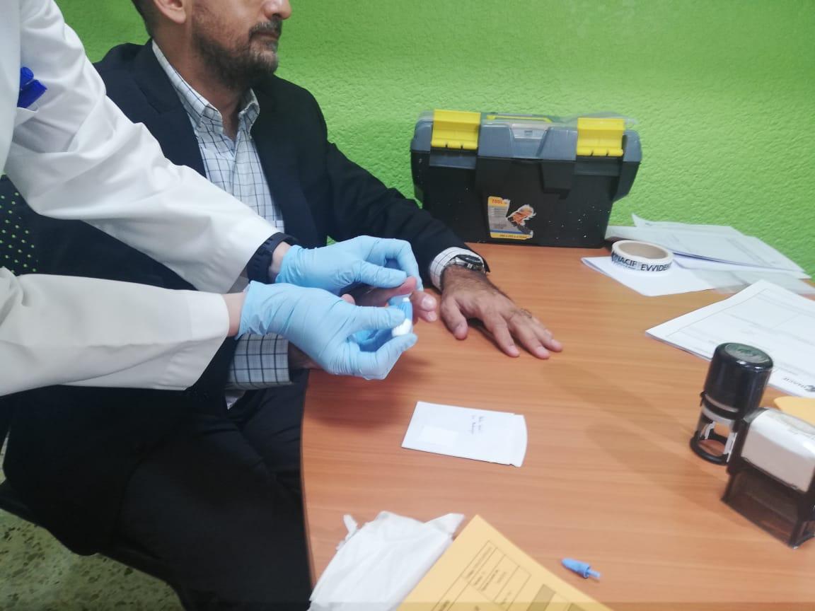 Pruebas voluntarias entregadas al Banco de Datos Genéticos de Inacif. (Foto Prensa Libre: Verónica Orantes)