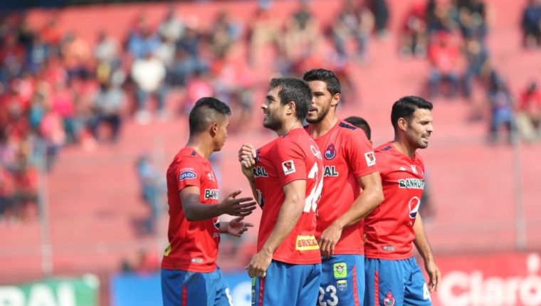 Así festejaron los jugadores de Municipal contra Petapa. (Foto Prensa Libre: Francisco Sánchez)