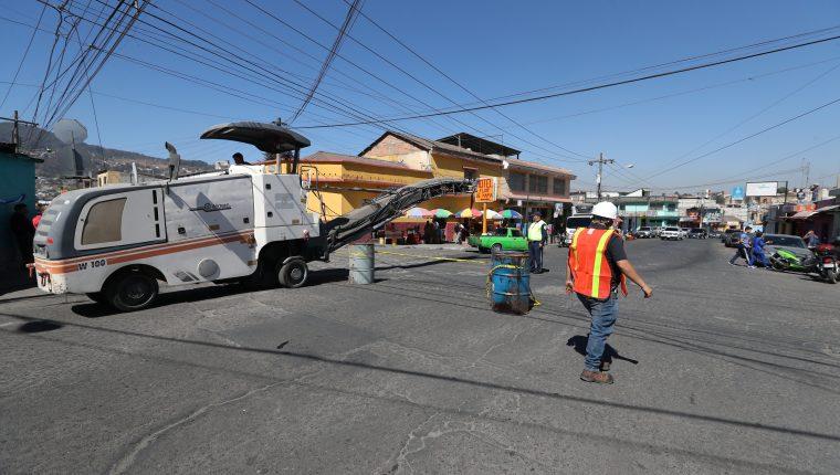 """Dentro del proyecto """"conservación de calles y avenidas de Quetzaltenango"""" está la reparación de las calles de la colonia Molina. (Foto Prensa Libre: Mynor Toc)"""