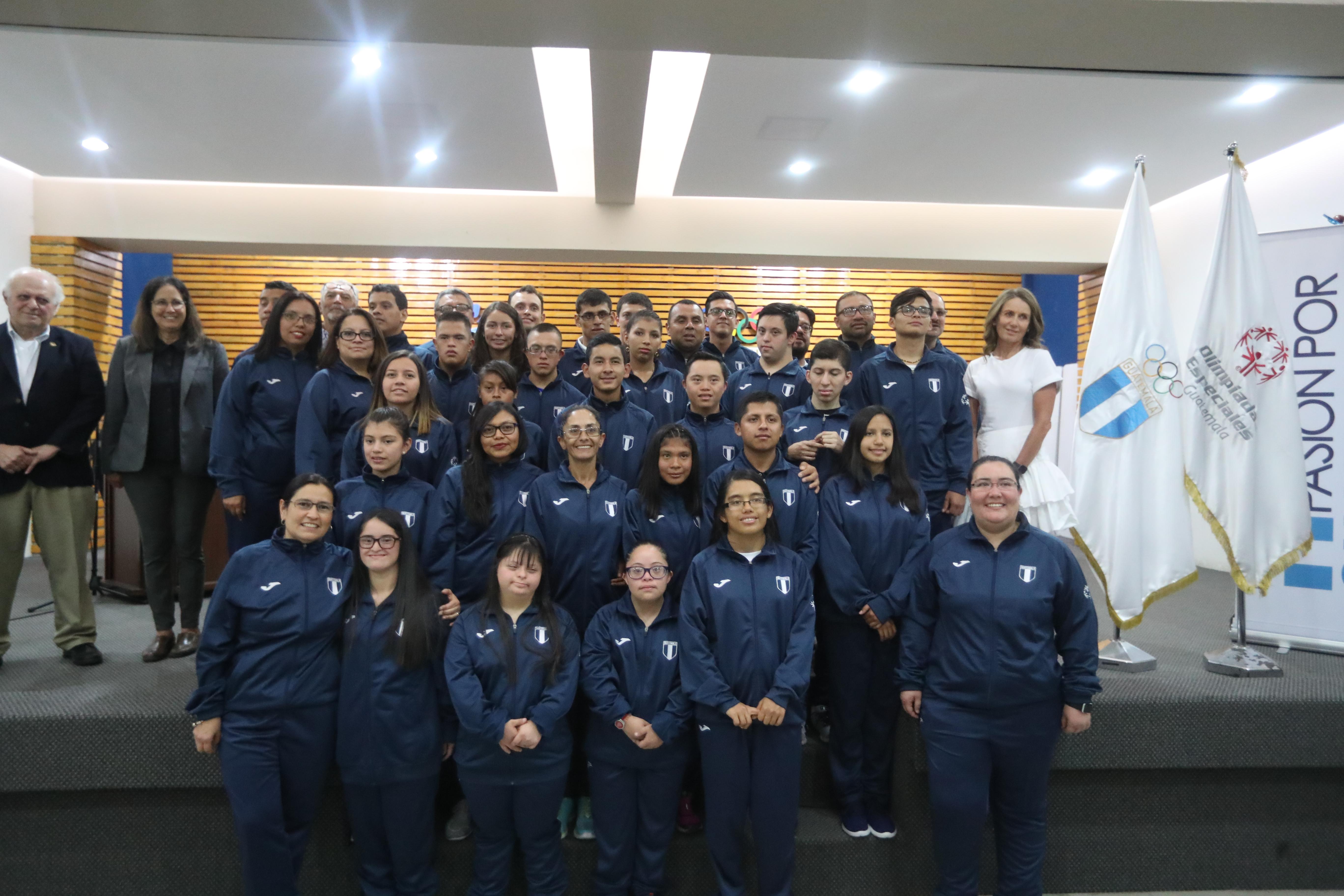 Ellos son los integrantes de la delegación guatemalteca que competirán en los Juegos Mundiales en Abu Dhabi. (Foto Prensa Libre: Carlos Vicente)
