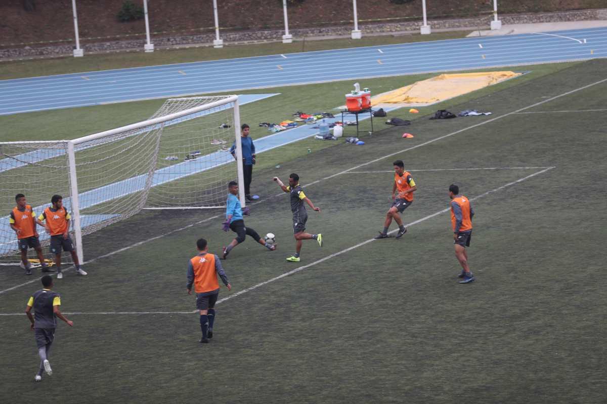 """Michael Umaña: """"Maxi (Lombardi) tiene su tiempo en el futbol. El grupo está apoyándolo"""""""