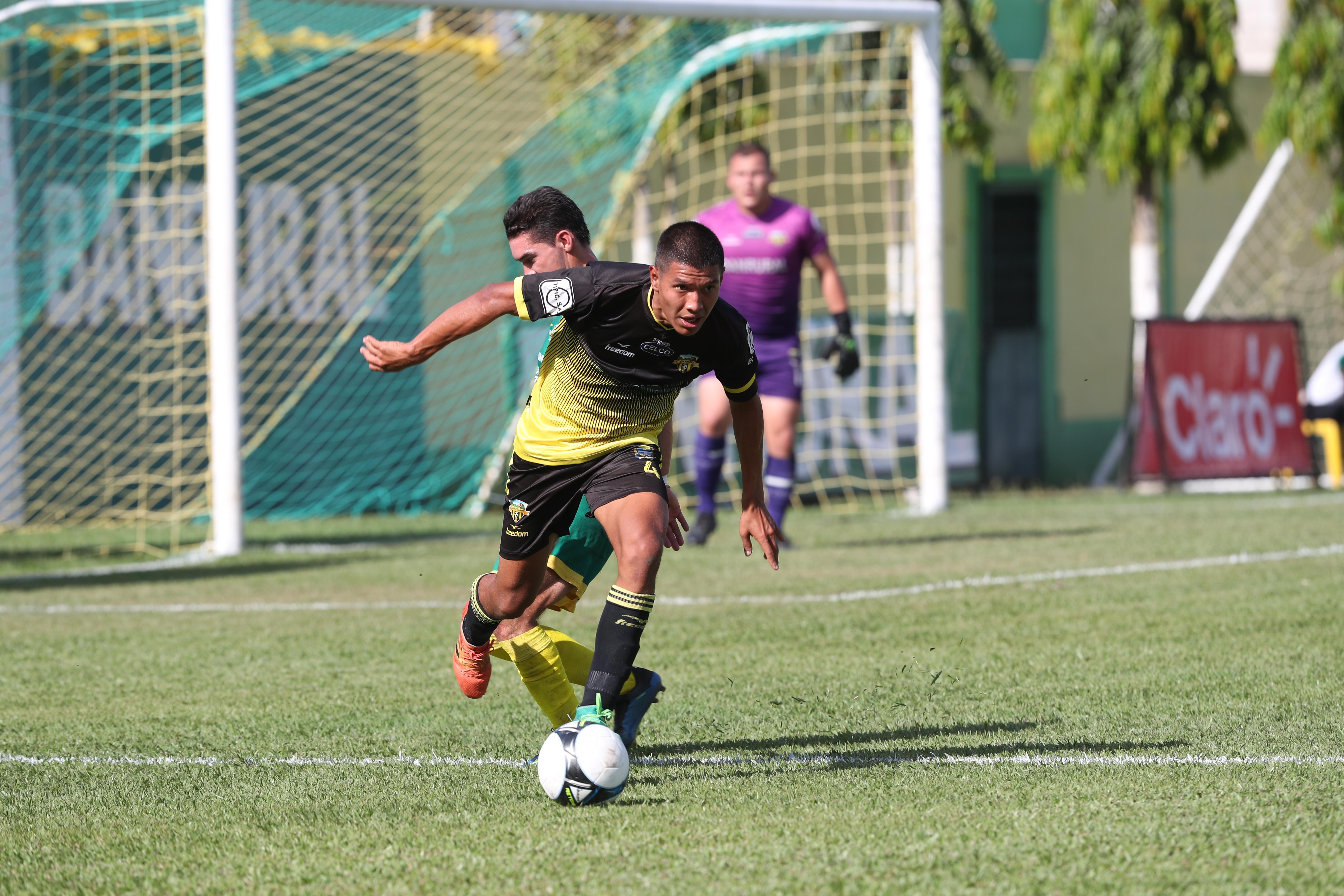 El defensa y capitán de Petapa, Byron Argueta, es uno de los jugadores que también ha sufrido por el impago de salarios (Foto Prensa Libre: Edwin Fajardo)